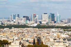 观点的从艾菲尔铁塔的拉德芳斯在巴黎 免版税库存照片