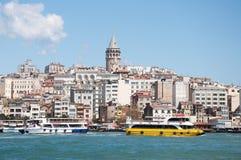 观点的galata区和加拉塔Kulesi,伊斯坦布尔,土耳其 免版税库存图片