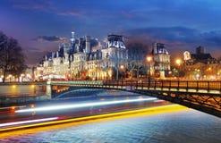 观点的Hotel de Ville (香港大会堂)在巴黎,法国 库存图片