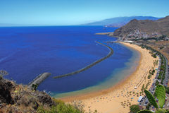 观点的Playa de las Teresitas在圣克鲁斯de特内里费岛 图库摄影