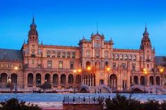 观点的Plaza de西班牙在晚上在塞维利亚 免版税库存图片