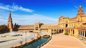 观点的Plaza de西班牙在晴天在塞维利亚 库存照片