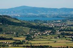 观点的Val di Chiana和Trasimeno湖 免版税库存图片
