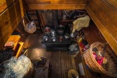 观看下来入101年大篷车船上厨房  免版税图库摄影