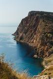 观看下来到从峭壁的海 免版税图库摄影