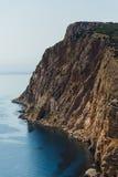观看下来到从峭壁的海 免版税库存图片