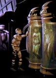 观看人体的机器人 免版税库存照片