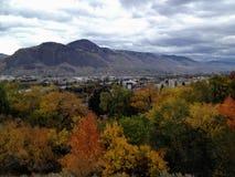 观看俯视坎卢普斯干旱的镇在一秋天天,  库存照片