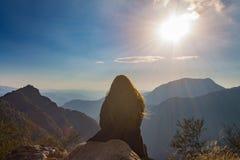 观看在山的日落 库存图片