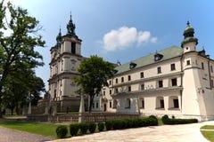 观看在教会skalka的一个墓地在克拉科夫在波兰 库存图片