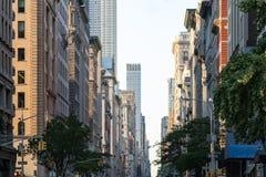 观看在第五大道下在曼哈顿,有历史的纽约 免版税图库摄影