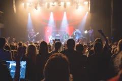 观看在阶段的观众音乐会 库存图片