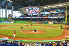 观看棒球比赛的爱好者在迈阿密细索体育场 免版税图库摄影