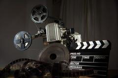 观看的电影减速火箭的设备 免版税库存图片