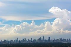 观看许多大厦和蓝天 库存图片