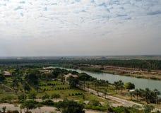 观看从前侯赛因宫殿, Hillah, Babyl伊拉克的幼发拉底河 免版税库存图片
