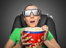 观看3D戏院的观察者 免版税库存图片