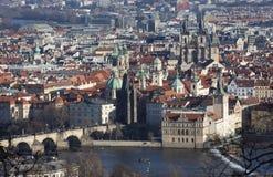观看从Petrin小山的城市 布拉格 cesky捷克krumlov中世纪老共和国城镇视图 免版税库存照片
