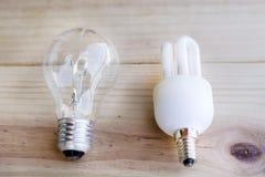 规则白炽和节能电灯泡 免版税库存图片