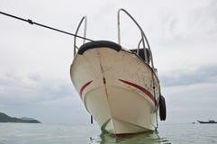 角度宽小船游人 库存照片