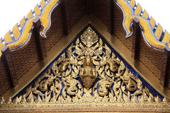 角度艺术budda设计泰国屋顶的寺庙 免版税库存图片