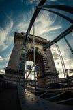 角度被射击匈牙利铁锁式桥梁 免版税库存照片