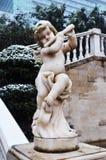 角度雕象在斯诺伊冬天 免版税库存图片