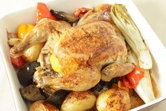角度鸡高烘烤蔬菜 库存图片