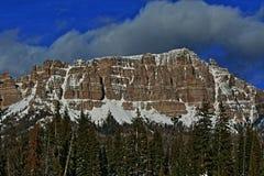 角砾岩峰顶和峭壁在Togwotee通过在杜波伊斯和杰克逊之间在怀俄明美国我 免版税图库摄影