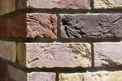 角落色的砖墙背景 免版税库存照片