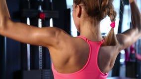 解决在体操的妇女 股票视频