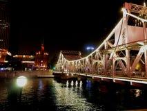 解放大桥位于在天津火车站和解放北路之间的海河 免版税库存照片