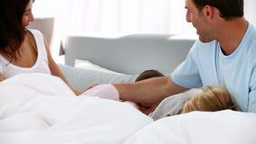 触摸屏使用观看与圈子的家庭片塑造了菜单 股票录像