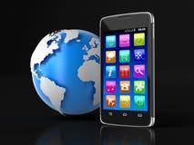 触摸屏幕智能手机和地球(包括的裁减路线) 图库摄影