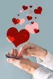 触摸屏流动巧妙的电话在男性手上 库存图片