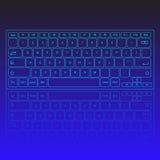 触摸屏真正现代键盘、发光的钥匙和反射在蓝色背景 免版税库存图片