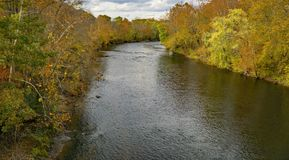 詹姆斯河,弗吉尼亚,美国- 2的秋天视图 免版税库存图片