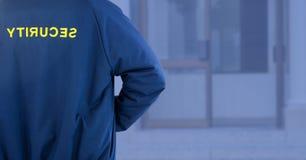 警卫在街道上的蓝色背景门外 图库摄影