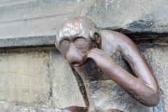 警卫室猴子雕象在阜,比利时 免版税图库摄影