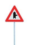 警告的交叉路主路标志右手,路旁交通标志波兰人岗位,大Dedaitel被隔绝的特写镜头 免版税图库摄影