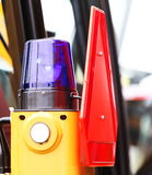 警告的闪光灯的信号灯在车 库存照片