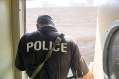 年轻警察供以人员我训练白沙瓦的高度戒备 免版税库存图片