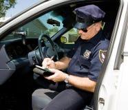 警察卖票时间 图库摄影
