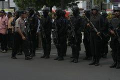 警察和安全部队在圣诞节和新年在城市独奏中爪哇省 库存照片