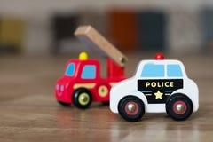 警察和消防车玩具汽车 免版税库存照片