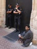 警察和贫寒 免版税图库摄影