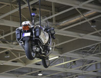 警察在天空的摩托车装饰 免版税库存照片
