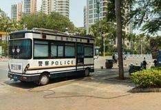 警察在旅游市三亚公车运送充电从电网 库存图片
