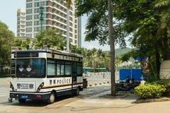 警察在旅游市三亚公车运送充电从电网 库存照片