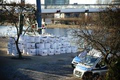 警察在炸弹挽救使用 免版税库存照片